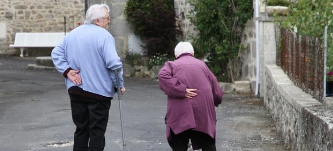Budget 2016: Govt to announce cashless health insurance for seniors