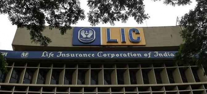 Central govt considers selling 25% stake in LIC to plug a widening budget gap